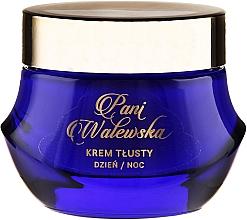 Fragrances, Perfumes, Cosmetics Nourihsing Regenerating and Smoothing Cream - Pani Walewska Classic Rich Day and Night Cream