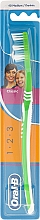 Fragrances, Perfumes, Cosmetics Medium Toothbrush 40, light green - Oral-B 1 2 3 Classic 40 Medium